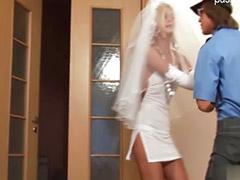 Kız adamı sikiyor