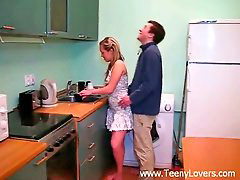 Enculada en la cocina, Follando cocina, Cojiendo e n la cocina, Adolescente en la cocina, Teens cocina, En la cocina