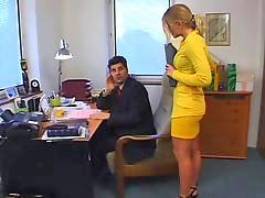 I kantor, Kantor, Gadis gadis cilik