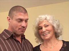 Memek nenek nenek, Nenek