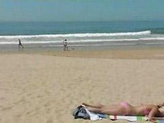 Plaj, La masturban