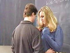 Öğretmeni sikiyor, Öğretmen