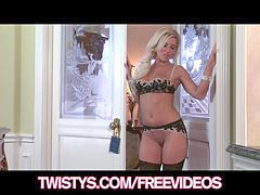 Niki blond, Shaving milf, Shaved milf, Niki, Milf shaving, Milf fingers