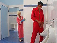 Mature, Toilet