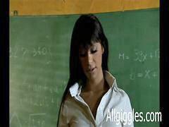 Öğretmenini sikiş, Öğretmeni sikiyor