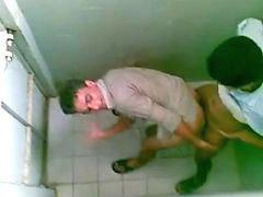 Offentlichkeit, Oeffentlichkeit, Jungs toilette, Knabe toilette, 3 bengel, Knaben boy