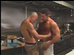 قبلات وممارسه الجنس, ضباط مثلي الجنس, شواذ ضباط, سكس تقبيل جنس, سكس ع المكتب, سكس ضباط