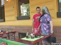 Tetek granny, Payudara besar keras, Nenek nenek payudara besar, Nenek payudara besar, Nenek
