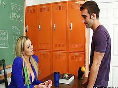 Sex r, Mokytojas