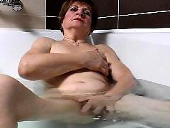 نضوج الجدة, ف حمام عام, تستحم فى حمام عام, الجده ناضجه, الجدة ام, العاده السريه تستحم