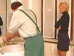 Ev hanımı tesisatçı, Tesisatcı