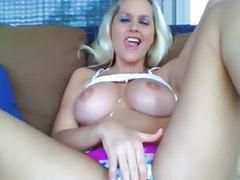 Fingering masturbasi, Gadis cilik payudara besar