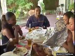 Crn, Jebanje famili, Crnac jebe