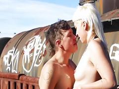 تقبيل بنات, لحس بنات, سكس قطار, الغرب, قبلات وممارسه الجنس, فتيات شقراوات سكس