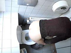Spy, Toilet