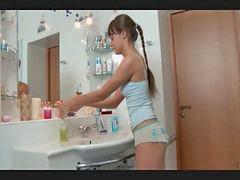 La rusa, Niñas rusas follando, Se folla a la niña, Niñas lindas follando, Niñas en el baño, Niñas niñas baños