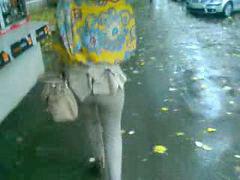 تنزل شهوتها, عمانية, مشي على السير, فالشارع, عمانيه, في الشارع