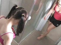 Jovencitas duchandose, En el oeste, A las dos, Niña en la ducha, Jovencitas en las duchas, Ninas en la ducha