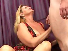 Ibu d anal, Besar suka